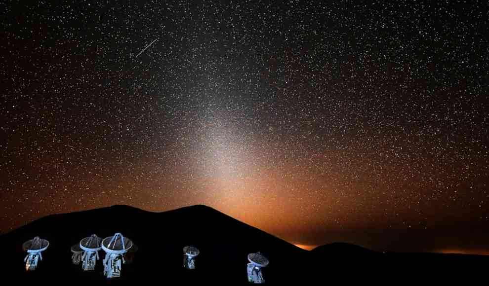 Zodiakallicht hinter dem Submillimeter Array