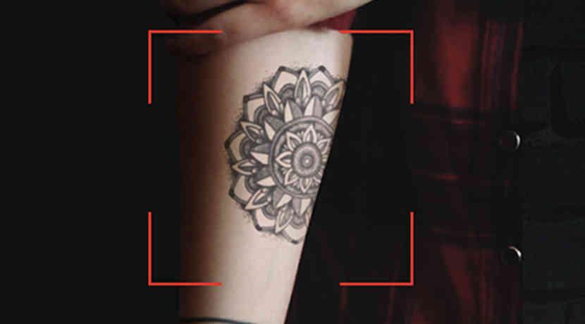 app zeigt wie ein tattoo auf dem k rper aussehen w rde. Black Bedroom Furniture Sets. Home Design Ideas